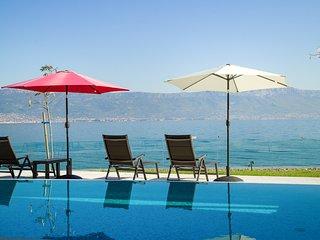 Slatine Villa Sleeps 8 with Pool and Air Con - 5817782