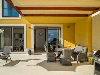 Slatine Villa Sleeps 12 with Pool and Air Con - 5817781