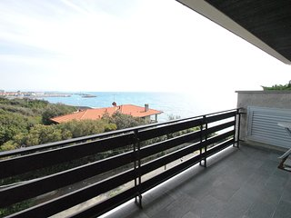 Con splendida terrazza vista mare