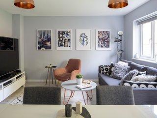 Modern & Luxurious 4 Bedroom Home