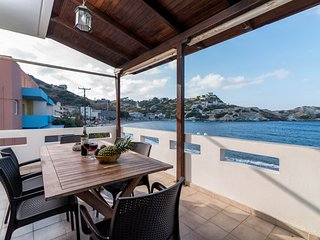 Ideal beach front apartment with swimming pool