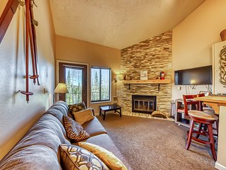 Mountain views await from this cozy chalet w/ shared pool & hot tub