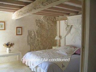 La chambre nuptiale aux dires des anciens ! Son lit 160 x 200