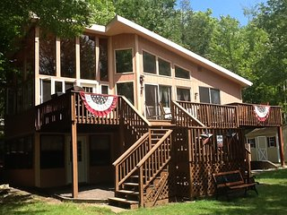 SPECTACULAR LAKEFRONT LAKEVIEW HIDEOUT RESORT- PARADISE ON THE LAKE SWIM+ GOLF