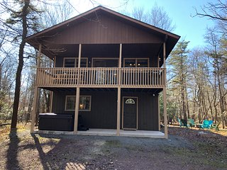 Lake Harmony - Pet Friendly - 6 Bed / 3 Bath - New Hot Tub