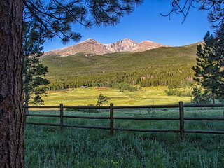 12 Acres! Cozy cabins with huge Longs Peak views and large deck!