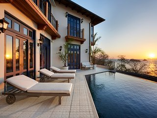 Mountainside Oceanview 5BR for 12 w/ Infinity Pool