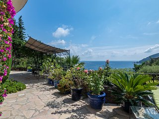 Theoule-sur-Mer Villa Sleeps 8 with Pool and Air Con - 5781097