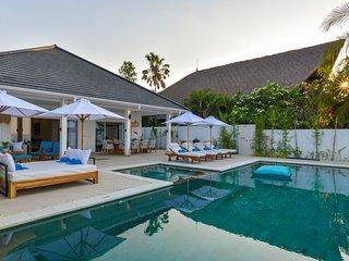 Villa Serenity - Private, Luxury, and Open Concept Beachfront Villa