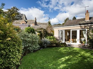 Abbeyside Kelso - 1 bedroom annex with delightful gardens.