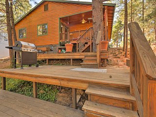 Rustic Cabin w/ Deck ~4 Mi to Old Town Flagstaff!