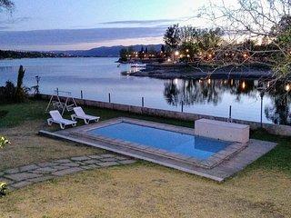 Frente al Lago (sólo para familias), Chalé exclusivo con costa al lago, céntrico