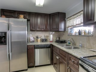 AMAZING HOLLYWOOD RETREAT..4 BEDROOMS 2 BATH PRIVATE HOME..