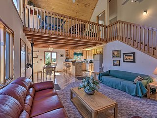 NEW! Mountain-View Home 13 Mi to Red River Skiing!