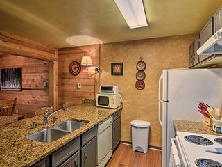NEW! Resort Townhome - 2 Mi to Seven Springs Mtn!