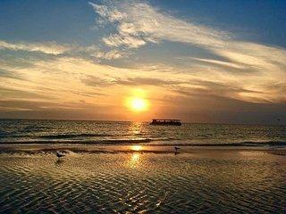 Treasure Island Beach Retreat Sleeps Up To 21