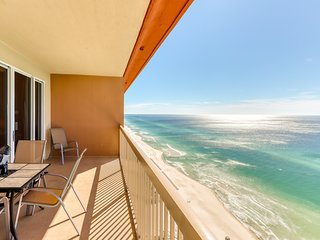 Oceanfront penthouse condo w/ Gulf views, pools, & hot tub! Snowbirds welcome!