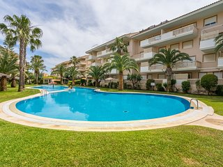 Cozy apartment with marina views, shared pool & tennis, close to beach & town!