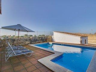 A private pool, mountain views & gorgeous beaches nearby!