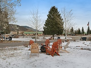 Charming, dog-friendly getaway w/shared hot tub - great for small groups!