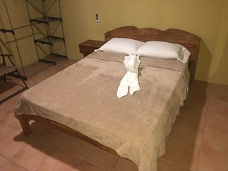 QUEPOS 1 BEDROOM APT - AC - WIFI - TV