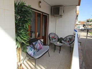 2 Bedroom 1st floor apartment in Mar De Cristal 100 yards from the beach,