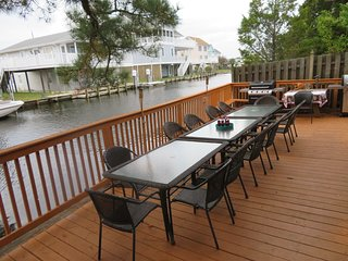 Waterfront Decks, 3 Blocks to Beach with 2 Kitchens Group Retreat Family Reunion