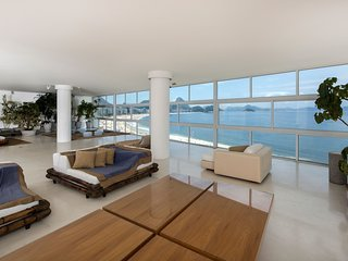 Rio035-Beautiful and spacious seafront apartment in copacabana