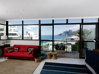 Rio069 - Beautiful 3 bedroom penthouse in Ipanema