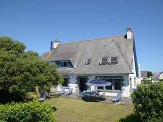 Direct access to sandy beach, with garden, in Guilvinec (Southern Brittany)