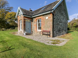 COLMAC COTTAGE, private grounds, BBQ, Port Bannatyne