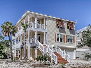 Spacious three-story home near the beach w/community pool & tennis court