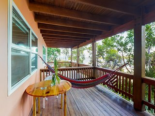 Waterview studio with private balcony, hammock, free breakfast & cafe onsite