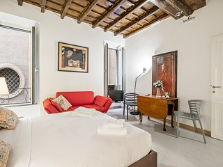 Sophisticated apartment just steps from the Pantheon - with free wifi!
