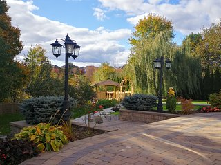 Private Luxurious 1400 sf Picturesque Garden
