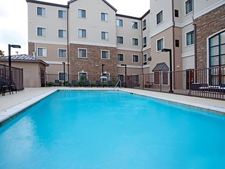 Spacious Mobility Accessible Suite Near SeaWorld | Seasonal Accessible Pool