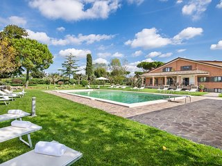 Stunning home in Anguillara Sabazia w/ Outdoor swimming pool and 11 Bedrooms (IR