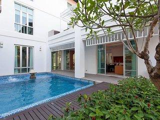 Jomtien Waree 9 | 6 Bed Pool Villa in Na Jomtien South Pattaya