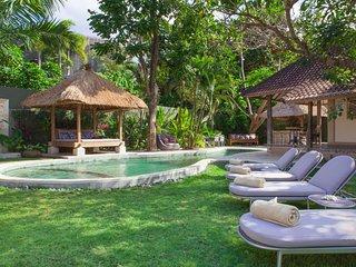 AC 5 Bedroom + 5 Bath Villa with Swimming Pool Access - ********