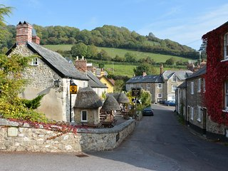 Terry Holt Cottage, cosy for couples, near beach, pub and cafe. Pet friendly