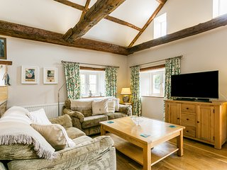Linhay, cosy cottage, short walk to beach, cafe and Pub. Sleeps 4, pet friendly