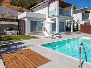 Modern Villa O With Pool And Breathtaking view