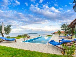 Villa Vista with Amazing Sea Views