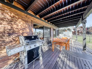 Lakefront home on the Tahoe Keys w/ resort amenities - pool, hot tub, tennis!