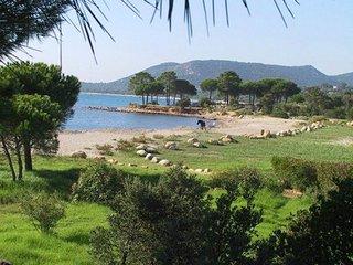 Baie Corse Sud villa 6 personnes jardin 1000 m² bordure de plage