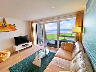 12 Ocean Gate beautiful Fistral ocean front apartment