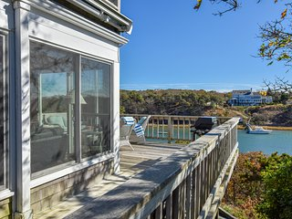 #625: Gorgeous Waterfront Dog-Friendly w/ Stunning Views & Private Dock Access!