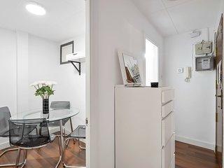 Cozy modern 2 bedroom flat near Florida station