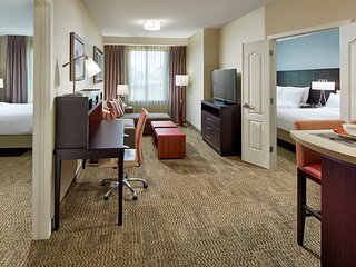 Family Retreat to Disney! | Suite Close to Downtown Disney + Disneyland