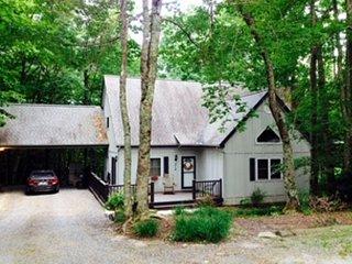 3 bed 2 bath house within Walking Distance to Appalachian Ski Mountain!!!